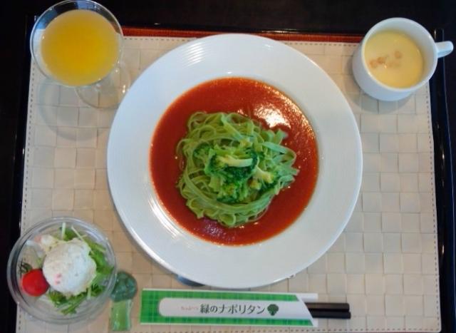 レストランはまなすにて「緑のナポリタン」880円