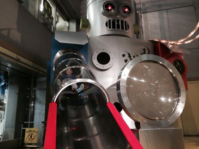 ロボット型のすべり台!