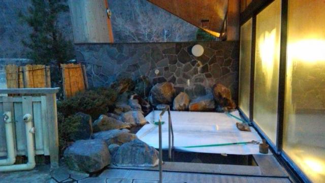 露天風呂は12~3月末まで冬季閉鎖中(浜平の湯の檜風呂は撤去)