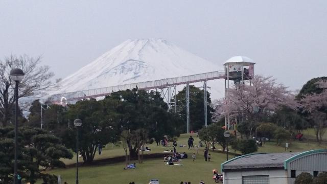 富士山が間近見えるローラー滑り台
