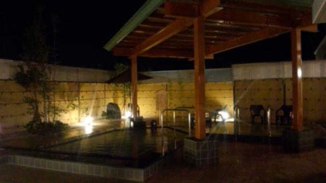 露天風呂/左・高濃度人工炭酸泉、右・天然炭酸泉