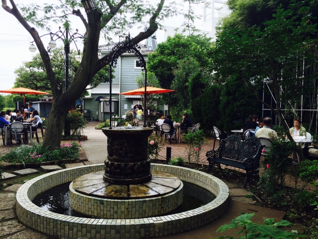 資料館の横には、庭園カフェがありました!