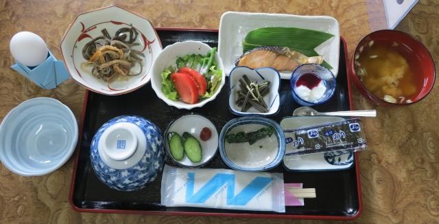 自家製野菜たくさんの朝食
