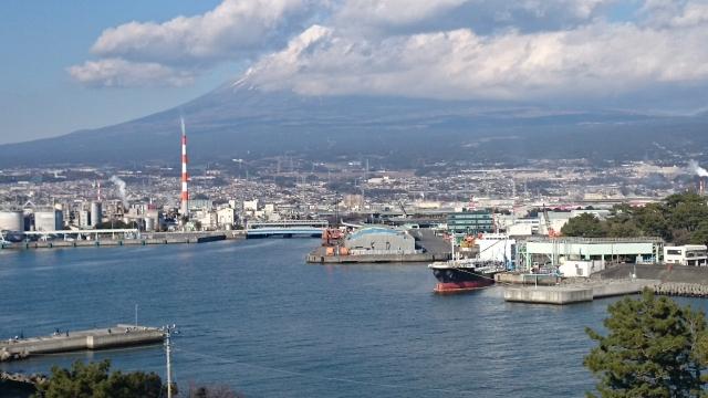 田子の浦港から見える富士山