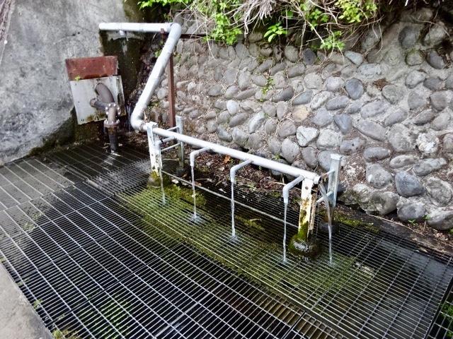 井出水神社の湧水