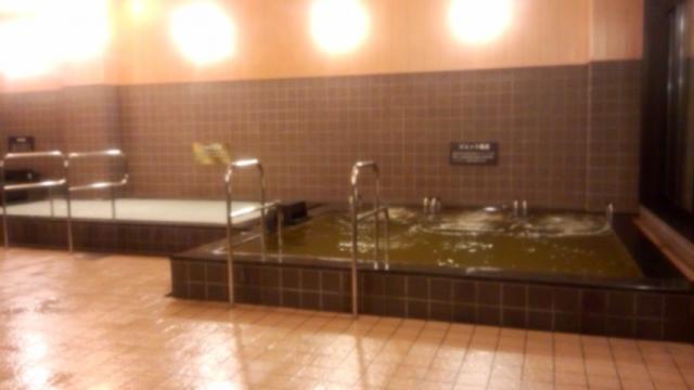 右・ジェット風呂(黄金の湯)と左・シルク湯(真湯)