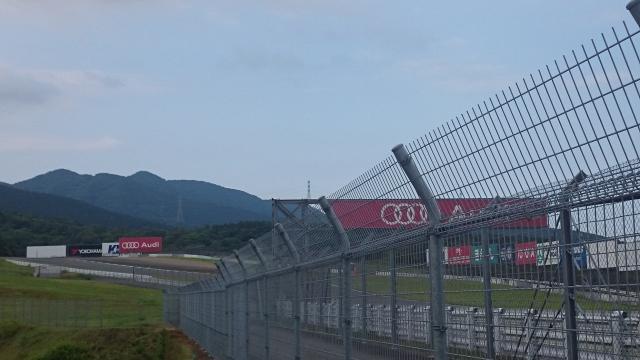 サーキット場から見える三国山