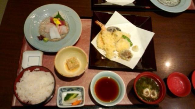 刺身・天ぷら膳1760円(税込)ご飯のお代りは1回可能