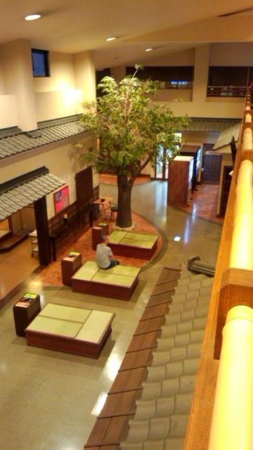 2階から館内を見下ろす