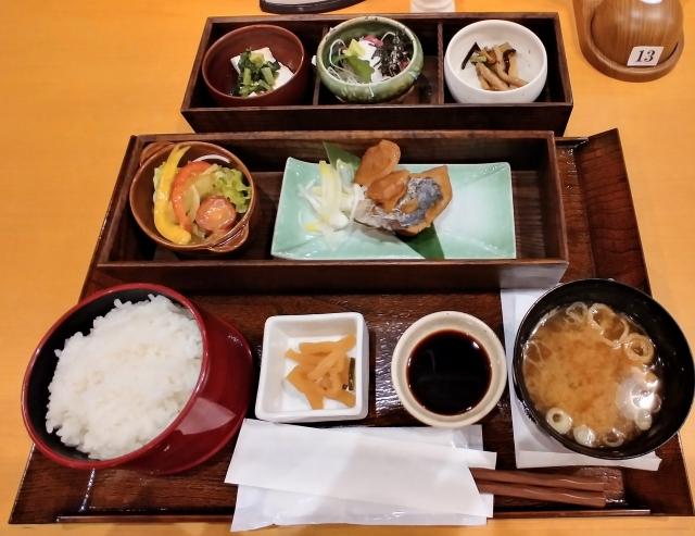 湯楽御膳魚1380円(お食事処天風)