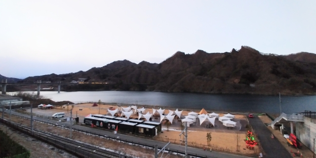 川原湯温泉駅キャンプ場と八ッ場あがつま湖