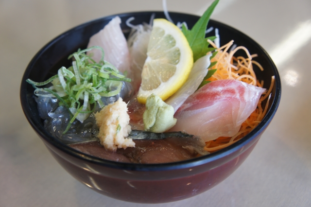 地魚丼!(850円)