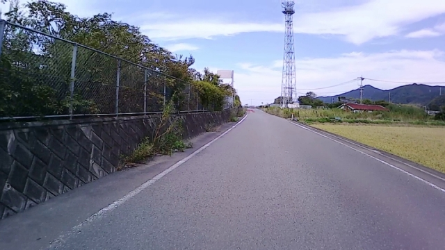右側の鉄塔が見えたら40km/hに減速