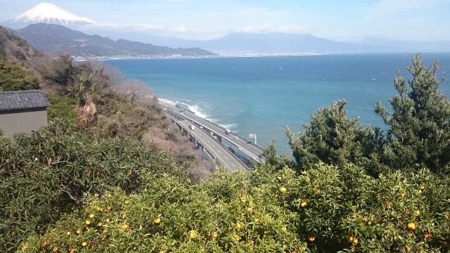 富士山と駿河湾・東名高速道路のトリプルコラボ