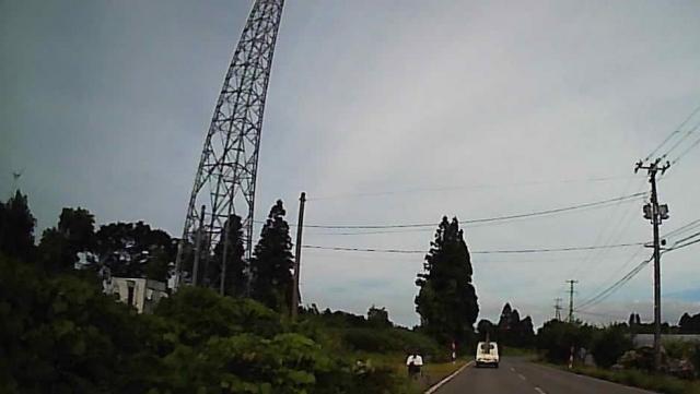アンテナ塔手前にレーダー設置