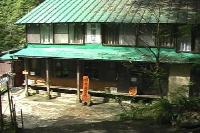 黒薙駅から徒歩20分で黒薙温泉旅館