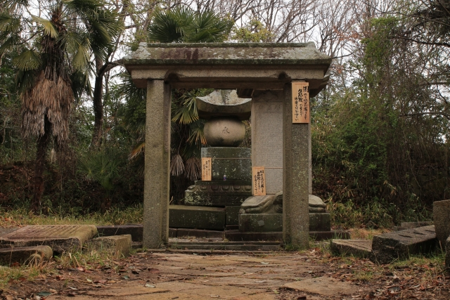 【2015/3/8撮影】松平明矩の墓所は倒れる恐れが有ります