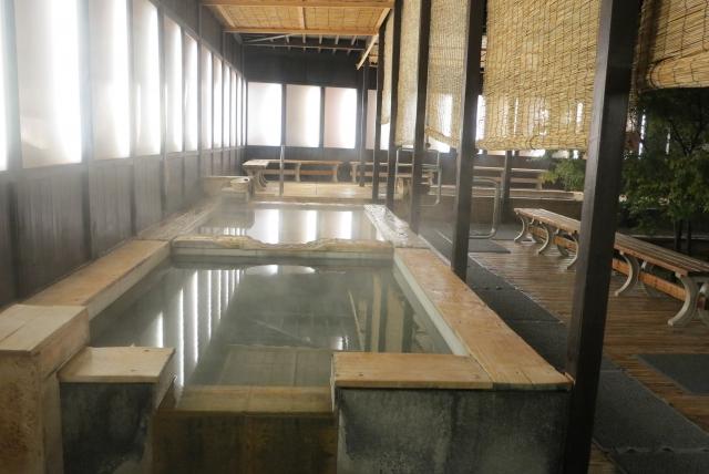 加温の露天風呂