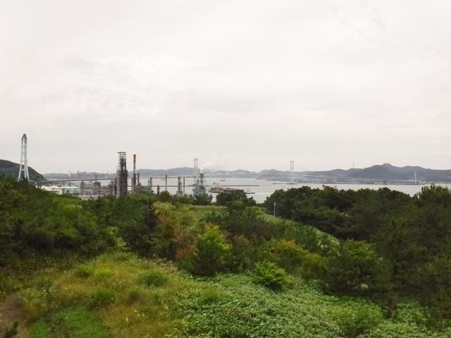 展望台がもう少し高ければ、港の工場群がよく眺められるんですけどね。