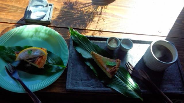 明日葉チーズケーキ300円+八丈島特産のレモンチーズケーキ300円+コーヒー400円