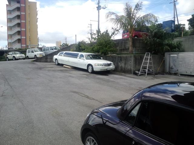 リゾートホテルのリムジンの修理も受けているようです。
