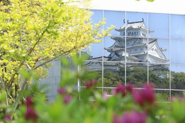 【2015/4/25撮影】ガラスに映った姫路城